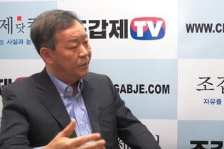 다시 나타난 김평우, '박대통령 죽이는' 홍준표에게 할 말 없나