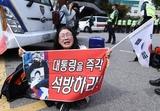 """자유한국당 지지자 80.8 """"박근혜 석방"""", 69.8 """"탄핵 부적절"""""""