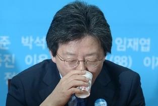 탄핵 주역 유승민, 총선 낙마 위기 ... 가상대결 여론조사 전패