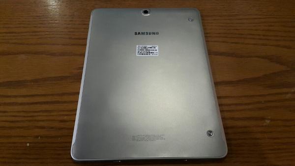 특검이 공개한 제 3의 태블릿PC 와 같은 모델인 SM-T815 (골드모델)