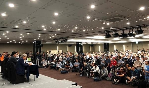 이날 토론회에는 수십 여명의 유튜브 저널리스트들이 찾아와 토론회를 실시간으로 중계했다.   강수산 기자 촬영.