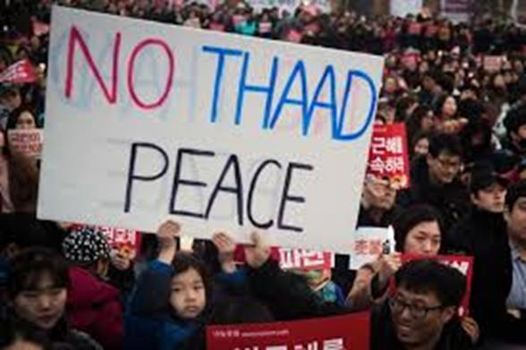 박근혜 탄핵 시위에서의 사드(THAAD) 반대 사인