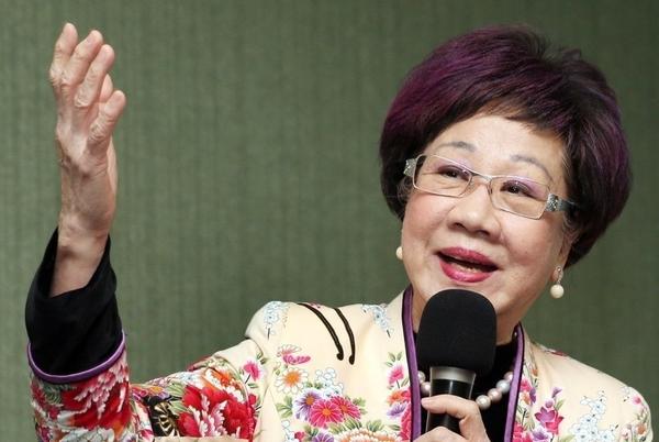 대만 천수이벤 총통 시절 8년 동안 부총통을 역임했던  뤼슈렌(呂秀蓮) 전 부총통. 차이잉원 현 대만 총통의 정치 선배이자 대만 민주화운동의 기수로 손꼽히는 정치인이다.