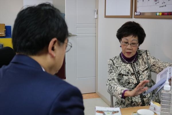 28일 오전, 미디어워치 사무실을 방문해 변희재 고문과 대화하는 뤼슈렌 전 대만 부총통.