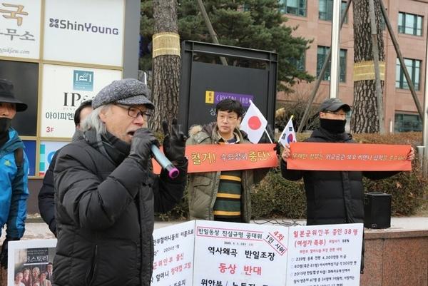 연설하고 있는 최덕효 한국인권뉴스 대표.  사진출처=유튜버 '노비타'