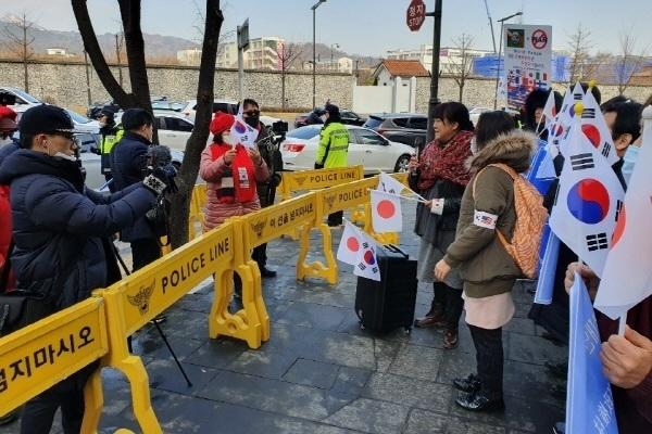 아베 토모코 씨는 이날 공대위가  '일본 도쿄올림픽의 성공'과 '후쿠시마에 대한 응원' 의사를 현수막 등으로 공개적으로 밝혀준데 대해서 깊은 사의를 표명했다.