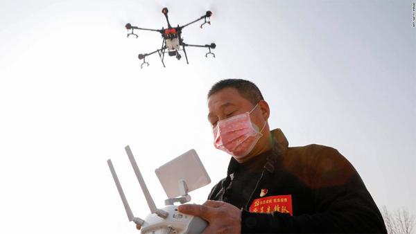 지난 1월 중공 허난성에서 촬영된 열 감지 드론의 모습. 사진 = CNN 비즈니스