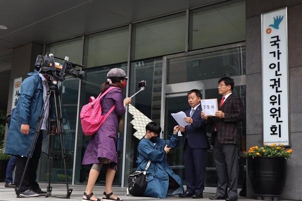 김병헌 공대위 대표와 김기수 공대위 대변인은 이날 인권위 건물 앞에서 2차 기자회견을 갖고 이번 인권위 제정의 의미를 다시 한번 되새겼다.