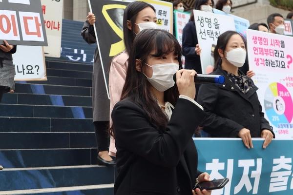 발언하는 다음세대부흥을위한청년연합 홍은샘 대표