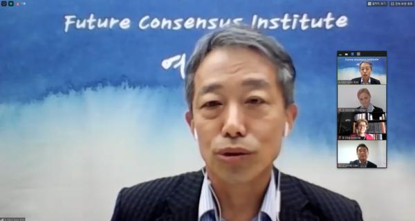 현재는 홍석현 회장이 만든 재단 여시재의 국제자문위원장으로 활발히 활동하고 있다.