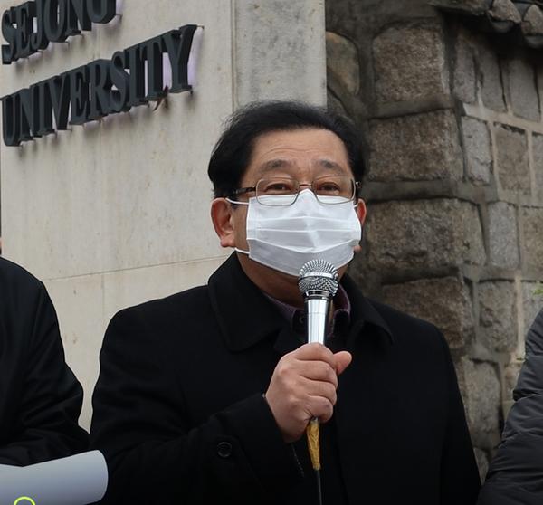 2020년 11월24일 광진시민사회단체연석회의에서 주최한 호사카 유지 지지 기자회견에서 자유발언하는 호사카 유지 세종대 교수