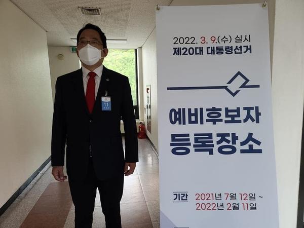 대선 예비후보 등록을 위해 중앙선관위를 방문한 최대집 전 의협회장.